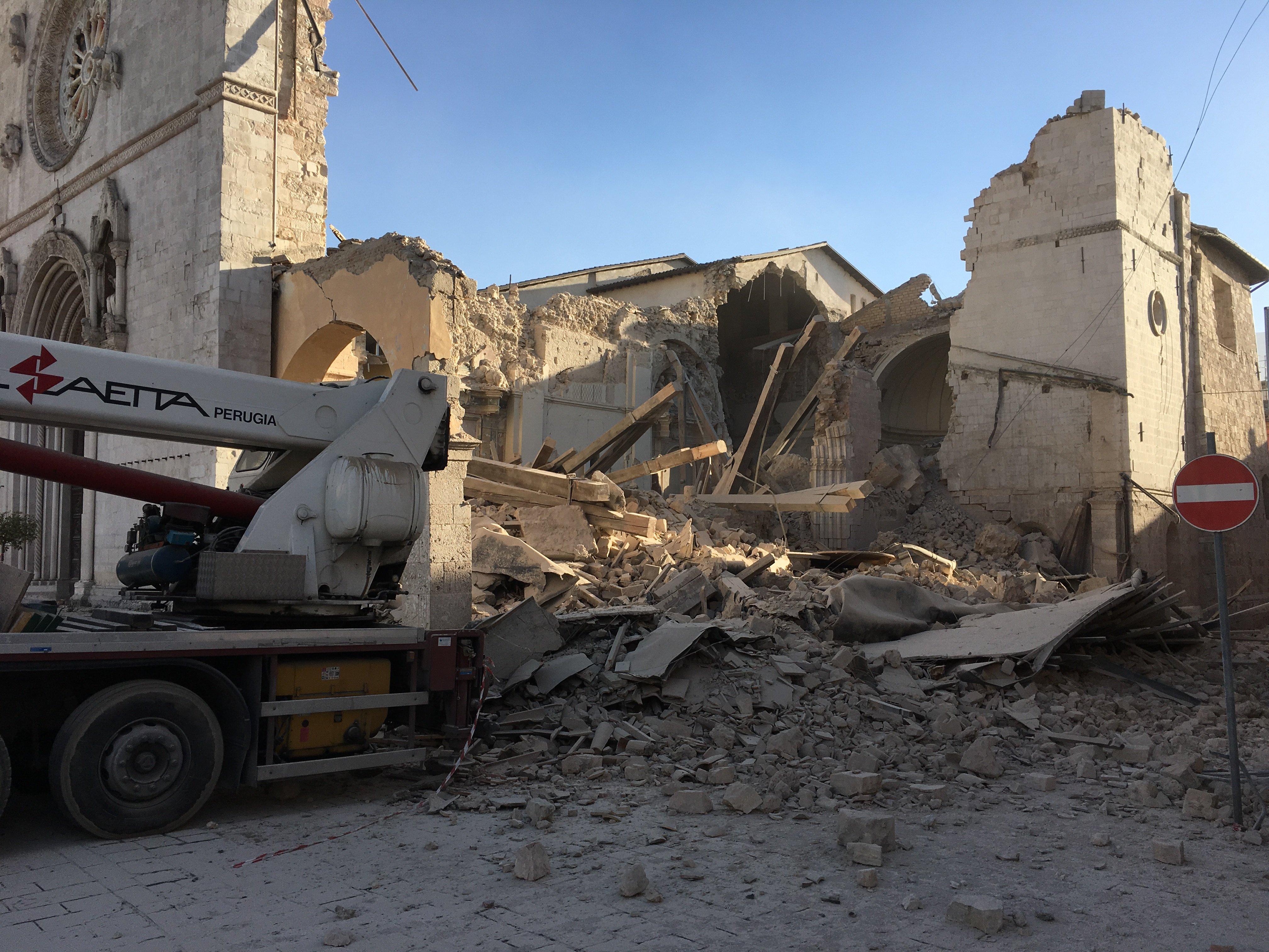 foto-basilica-norcia-distrutta