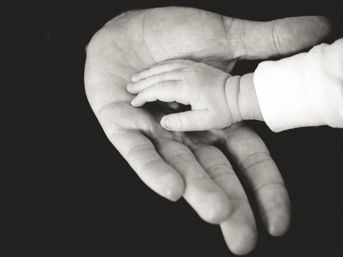 mano-figlio-padre