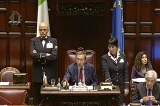 Presidente Fini durante audizione Monti