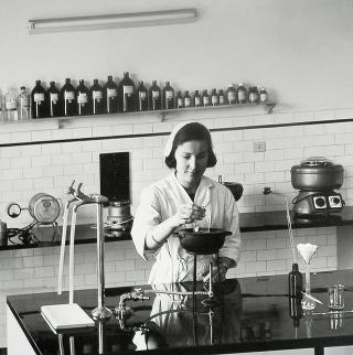 mestiere donna - farmacista 1965