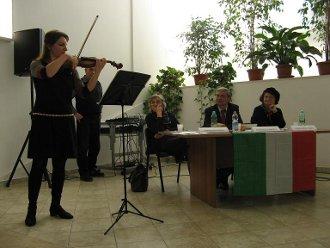 Roberta Mammucari si esibisce al violino