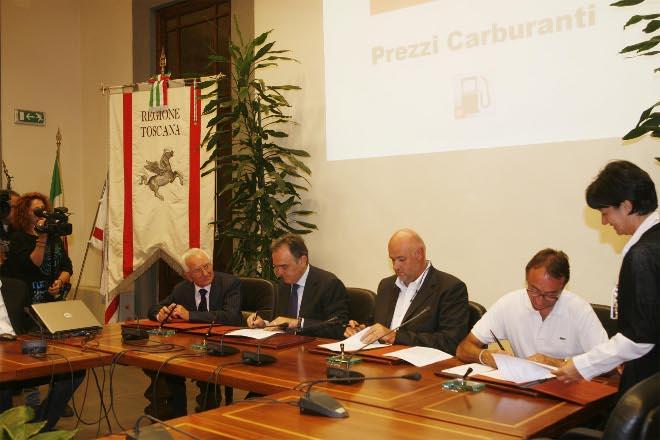Firma accordo risparmio carburanti Toscana