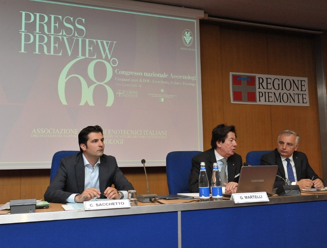 tavolo conferenza stampa