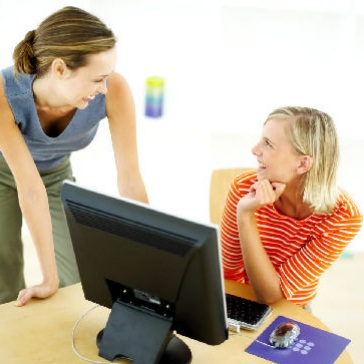donne-davanti-a-computer