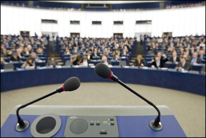 microfono-presidente-parlamento-europeo