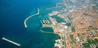 foto-Panoramica porto di Livorno
