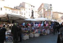 mercato abbigliamento