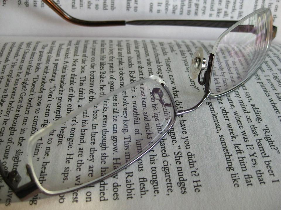occhiali-giornale-editoria
